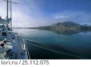 "Купить «Navigating 88ft sloop ""Shaman"" through the islands of Spitsbergen, Svalbard, Norway. Property Released.», фото № 25112075, снято 8 декабря 2019 г. (c) Nature Picture Library / Фотобанк Лори"