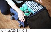 Купить «hands packing travel bag with personal stuff», видеоролик № 25114019, снято 13 января 2017 г. (c) Syda Productions / Фотобанк Лори