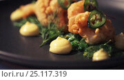Купить «close up of prawn salad with jalapeno and wakame», видеоролик № 25117319, снято 17 января 2017 г. (c) Syda Productions / Фотобанк Лори