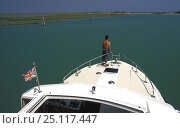 Купить «Houseboat crusing in the Venetian lagoon, Italy.», фото № 25117447, снято 19 декабря 2018 г. (c) Nature Picture Library / Фотобанк Лори