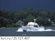 Купить «Powerboat returning to port in Narragansett Bay, Rhode Island, with stormy clouds overhead, USA.», фото № 25121407, снято 20 сентября 2018 г. (c) Nature Picture Library / Фотобанк Лори