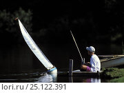 Купить «Young boy sailing his radio controlled 12 Metre model yacht on a lake in Stowe, Vermont, USA», фото № 25122391, снято 18 июня 2019 г. (c) Nature Picture Library / Фотобанк Лори
