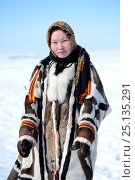 Купить «Carolina Serotetto, Nenet teenager in traditional winter coat made with reindeer skin. The collar is arctic fox fur and black beaver with felt ribbons...», фото № 25135291, снято 22 мая 2019 г. (c) Nature Picture Library / Фотобанк Лори