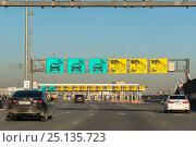 Купить «Пункт оплаты проезда на Западном скоростном диаметре. Санкт-Петербург», эксклюзивное фото № 25135723, снято 7 февраля 2017 г. (c) Александр Щепин / Фотобанк Лори