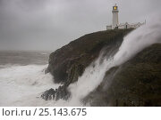 Storm Desmond causing high seas around South Stack lighthouse on the Anglesey coast, Wales, UK. 5th December 2015. Стоковое фото, фотограф Alex Hyde / Nature Picture Library / Фотобанк Лори