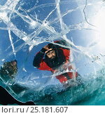 Купить «Man looking through transparent ice (1m thick) on lake surface to see diver below. Lake Baikal, Russia, March 2008. Model released.», фото № 25181607, снято 24 февраля 2019 г. (c) Nature Picture Library / Фотобанк Лори
