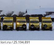 Купить «Bombardier snow coaches lined up outside winter lodge, Yellowstone National Park, Wyoming, USA, February 2014.», фото № 25194891, снято 22 июля 2018 г. (c) Nature Picture Library / Фотобанк Лори