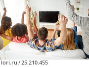 Купить «happy friends with beer watching tv at home», фото № 25210455, снято 14 августа 2016 г. (c) Syda Productions / Фотобанк Лори