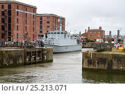 Купить «HMS Pembroke, a Sandown-class minehunter, in Liverpool for the Battle of the Atlantic 70th Anniversary commemoration, berthing in Canning Dock. River Mersey...», фото № 25213071, снято 15 августа 2018 г. (c) Nature Picture Library / Фотобанк Лори