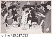 Купить «Свадьба, 1970 год», эксклюзивное фото № 25217723, снято 23 августа 2019 г. (c) Илюхина Наталья / Фотобанк Лори