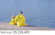 Купить «Father and son outdoors», видеоролик № 25218491, снято 23 ноября 2019 г. (c) Raev Denis / Фотобанк Лори