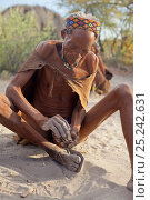 Купить «A Zu/'hoasi Bushman Sangoma (Zulu healer) prepares to throw special wooden sticks into the sand and ask for guidance from ancestral spirits before setting...», фото № 25242631, снято 17 июля 2018 г. (c) Nature Picture Library / Фотобанк Лори