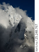 Ama Dablam (6856m) surrounded by clouds, Sagarmatha National Park (World Heritage UNESCO). Khumbu / Everest Region, Nepal, Himalaya, October 2011. Стоковое фото, фотограф Enrique Lopez-Tapia / Nature Picture Library / Фотобанк Лори