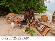 Papua New Guinean artist carving Malagan wooden sculptures, the ceremonial art of New Ireland's living culture, from the soft, abundant Saba tree wood... Стоковое фото, фотограф Jurgen Freund / Nature Picture Library / Фотобанк Лори