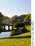 Купить «Stourhead landscaped gardens in autumn. Wiltshire, UK, October 2010.», фото № 25300455, снято 19 августа 2018 г. (c) Nature Picture Library / Фотобанк Лори