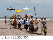 Купить «A melasti near one of Bali's most sacred Hindu temples, Pura Petitenget. This religious ceremony, meaning 'to purify', can be performed in a lake, river...», фото № 25300951, снято 25 сентября 2018 г. (c) Nature Picture Library / Фотобанк Лори