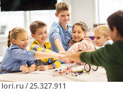 Купить «happy children making fist bump at robotics school», фото № 25327911, снято 23 октября 2016 г. (c) Syda Productions / Фотобанк Лори