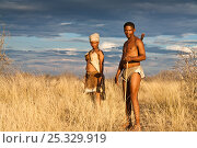 Kalahari bushmen, couple in central Kalahari desert, Botswana, November 2008. Стоковое фото, фотограф Christophe Courteau / Nature Picture Library / Фотобанк Лори