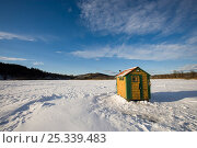 Купить «Ice fishing shack on the West River in Brattleboro, Vermont, USA, February 2007.», фото № 25339483, снято 17 августа 2018 г. (c) Nature Picture Library / Фотобанк Лори