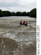 Купить «Surfers & pleasure boats ride the bore, seen from the river. Severn Estuary. England», фото № 25340291, снято 15 августа 2018 г. (c) Nature Picture Library / Фотобанк Лори