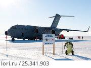 Купить «US Military aeroplane, C17 Globemaster, parked on the Pegasus White Ice Runway, McMurdo Sound, Ross Sea, Antarctica, November 2008», фото № 25341903, снято 20 марта 2018 г. (c) Nature Picture Library / Фотобанк Лори