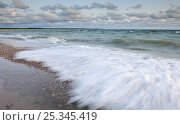 Купить «Waves crashing onto beach, Baltic sea, Estonia,», фото № 25345419, снято 17 августа 2018 г. (c) Nature Picture Library / Фотобанк Лори