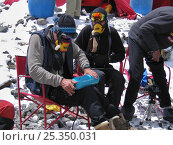 Купить «Climbers trying out their oxygen equipment at Advanced Base Camp (6,400m) on Mount Everest, Tibet, May 2006», фото № 25350031, снято 6 августа 2020 г. (c) Nature Picture Library / Фотобанк Лори