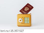 Купить «Защита персональных данных должна быть надежной», фото № 25357527, снято 10 февраля 2017 г. (c) Юрий Шурчков / Фотобанк Лори