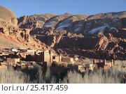 A low sun illuminates Ait Arbi in Dades Valley, Morocco December 2007. Стоковое фото, фотограф Juan Manuel Borrero / Nature Picture Library / Фотобанк Лори