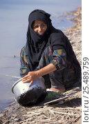 Купить «Marsh arab woman washing dish Iran / Iraq border, 1998», фото № 25489759, снято 22 сентября 2018 г. (c) Nature Picture Library / Фотобанк Лори