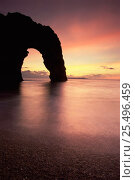 Sunset at Durdle Dor, Lulworth, Dorest, UK. Стоковое фото, фотограф David Noton / Nature Picture Library / Фотобанк Лори