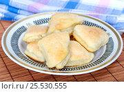 Купить «Домашнее творожное печенье в сахаре на тарелке», фото № 25530555, снято 17 января 2017 г. (c) Елена Коромыслова / Фотобанк Лори
