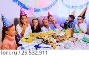 Купить «Boys and girls behaving jokingly», видеоролик № 25532911, снято 5 января 2017 г. (c) Яков Филимонов / Фотобанк Лори