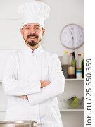 Купить «Male cook preparing food», фото № 25550359, снято 17 марта 2018 г. (c) Яков Филимонов / Фотобанк Лори