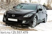 Купить «Автомобиль MAZDA 6 (2008 г.в.) на зимней заснеженной дороге.», фото № 25557479, снято 24 сентября 2016 г. (c) Chere / Фотобанк Лори