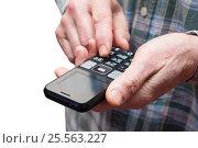 Мужчина набирает номер телефона. Стоковое фото, фотограф Короленко Елена / Фотобанк Лори