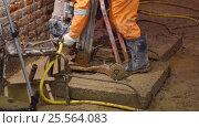 Купить «Рабочий на ремонтных работах в подвале здания Биржи в Санкт-Петербурге», видеоролик № 25564083, снято 15 февраля 2017 г. (c) Stockphoto / Фотобанк Лори