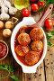 Фрикадельки в томатном соусе в форме для запекания. Вид сверху, фото № 25567971, снято 14 февраля 2017 г. (c) Надежда Мишкова / Фотобанк Лори