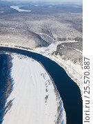 Forest river in winter woodland, top view, фото № 25570887, снято 4 февраля 2017 г. (c) Владимир Мельников / Фотобанк Лори