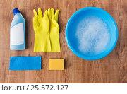 Купить «basin with cleaning stuff on wooden background», фото № 25572127, снято 27 октября 2016 г. (c) Syda Productions / Фотобанк Лори