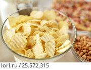 Купить «close up of crunchy potato crisps in glass bowl», фото № 25572315, снято 14 августа 2016 г. (c) Syda Productions / Фотобанк Лори