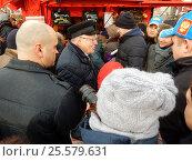 Купить «Лидер ЛДПР Владимир Вольфович Жириновский посетил Масленичные гуляния на Манежной площади», эксклюзивное фото № 25579631, снято 19 февраля 2017 г. (c) lana1501 / Фотобанк Лори