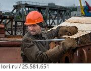 Купить «Workers Brigade puts the pile on the pier for the repair of small naval ships», фото № 25581651, снято 4 июня 2016 г. (c) Георгий Хрущев / Фотобанк Лори