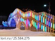 """Купить «Москва, ВДНХ, """"Северное сияние"""" пешеходный мост через каток», эксклюзивное фото № 25584275, снято 17 февраля 2017 г. (c) Dmitry29 / Фотобанк Лори"""