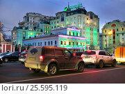 Москва, улица Большая Якиманка, вечер, автомобили стоят в пробке, эксклюзивное фото № 25595119, снято 29 декабря 2015 г. (c) Dmitry29 / Фотобанк Лори