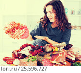 Купить «Woman stands with smoked products», фото № 25596727, снято 17 августа 2018 г. (c) Яков Филимонов / Фотобанк Лори