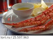 Купить «Red king crab legs and beer», фото № 25597963, снято 28 декабря 2015 г. (c) Stockphoto / Фотобанк Лори