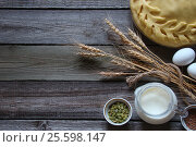 Necessary ingredients and the dough for the pie. Стоковое фото, фотограф Наталья Майорова / Фотобанк Лори