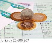 Купить «Рублёвая монета стоит на ребре на сберкнижке, малая глубина резкости», эксклюзивное фото № 25600807, снято 5 сентября 2015 г. (c) Артём Крылов / Фотобанк Лори