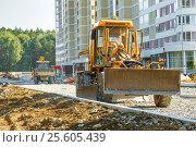 Купить «Grader working outside on road construction», фото № 25605439, снято 15 августа 2016 г. (c) Ярочкин Сергей / Фотобанк Лори